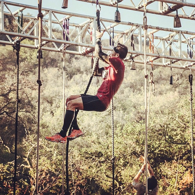 One of my favorite obstacles: the rope climb. Nearly always at the end to test your grip strength when it is most zapped. Not all ropes are created equal so take a few seconds to find one with good knot placements. Thicker ropes are also easier to grip. #spartanrace #spartan #ocr #fitness #crossfit #training #fit #adventure #aroo