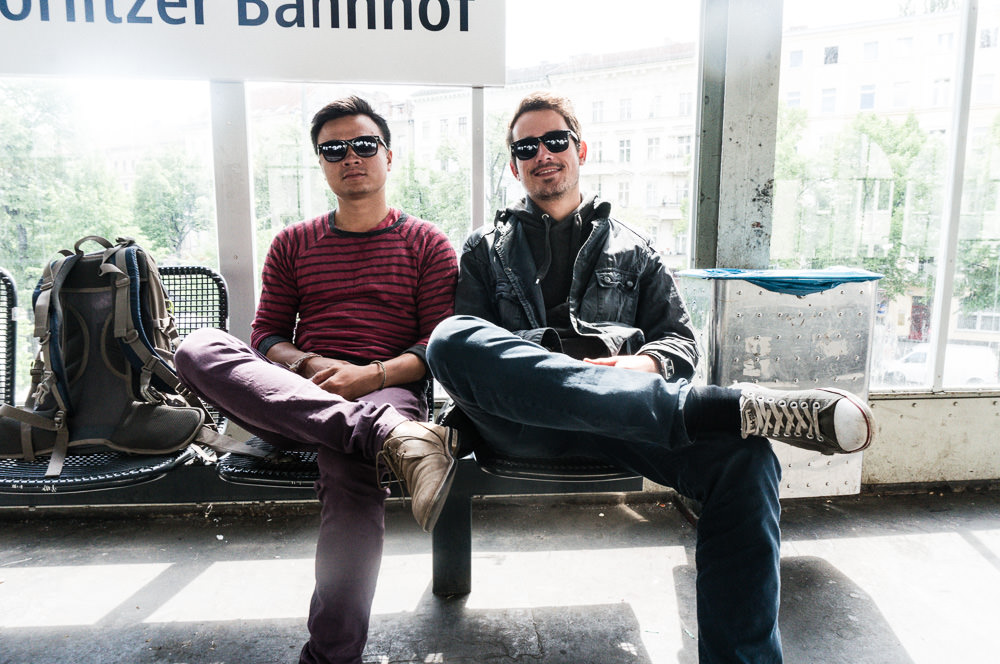 Friends sitting at a berlin train station