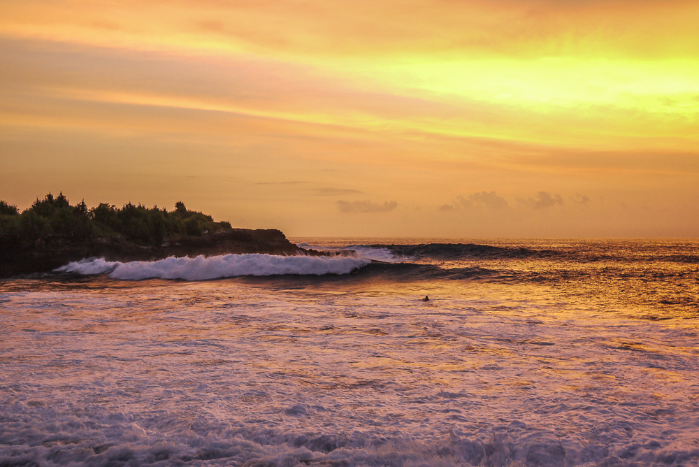 Nusa Lembongan Beach Club Resort Sunset Surfers