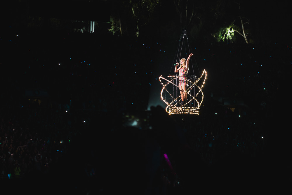 Taylor Swift In Wire Basket at Rose Bowl Reputation Tour Concert