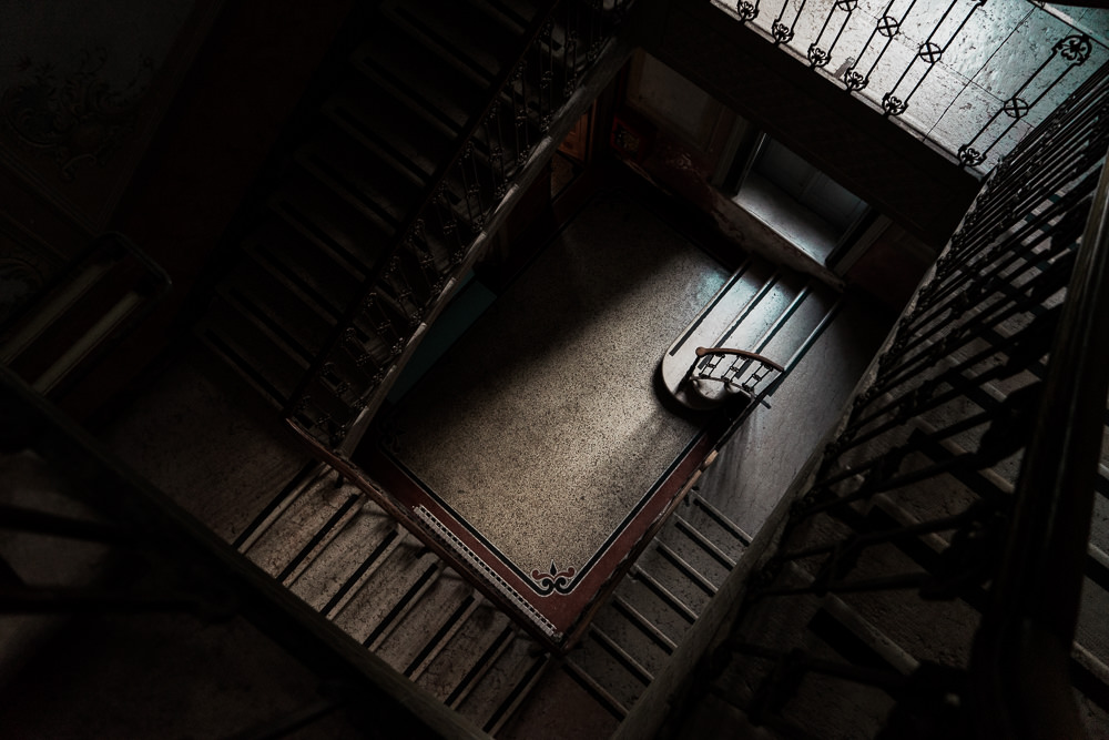Creepy-hallway-old-building